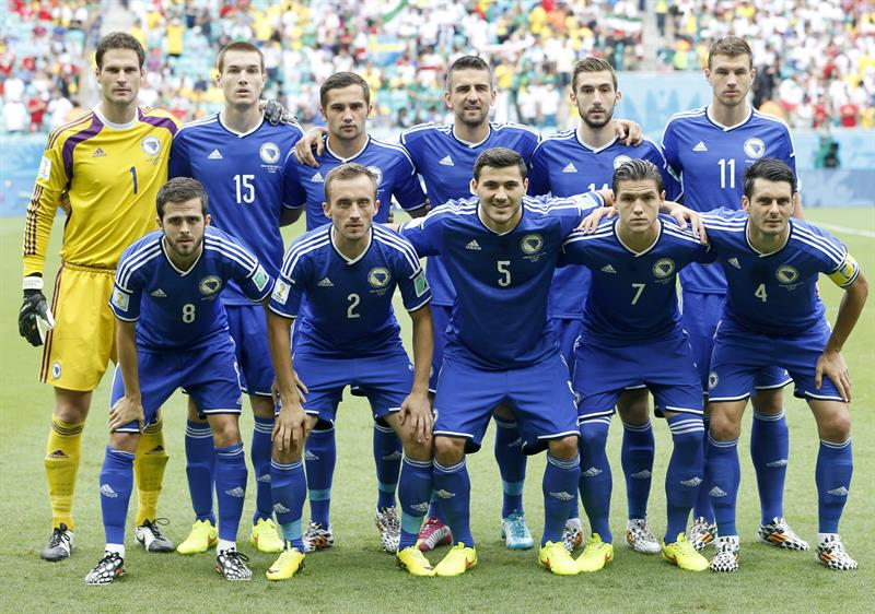 The team of Bosnia and Herzegovina pose for a team picture before the FIFA World Cup 2014 group F. EFE