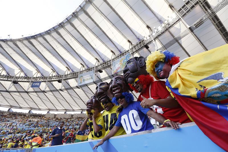 Aficionados ecuatorianos al inicio del partido Ecuador-Francia, del Grupo E del Mundial de Fútbol de Brasil . EFE