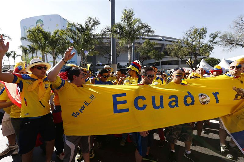 Aficionados ecuatorianos antes del partido Ecuador-Francia, del Grupo E del Mundial de Fútbol de Brasil 2014. EFE