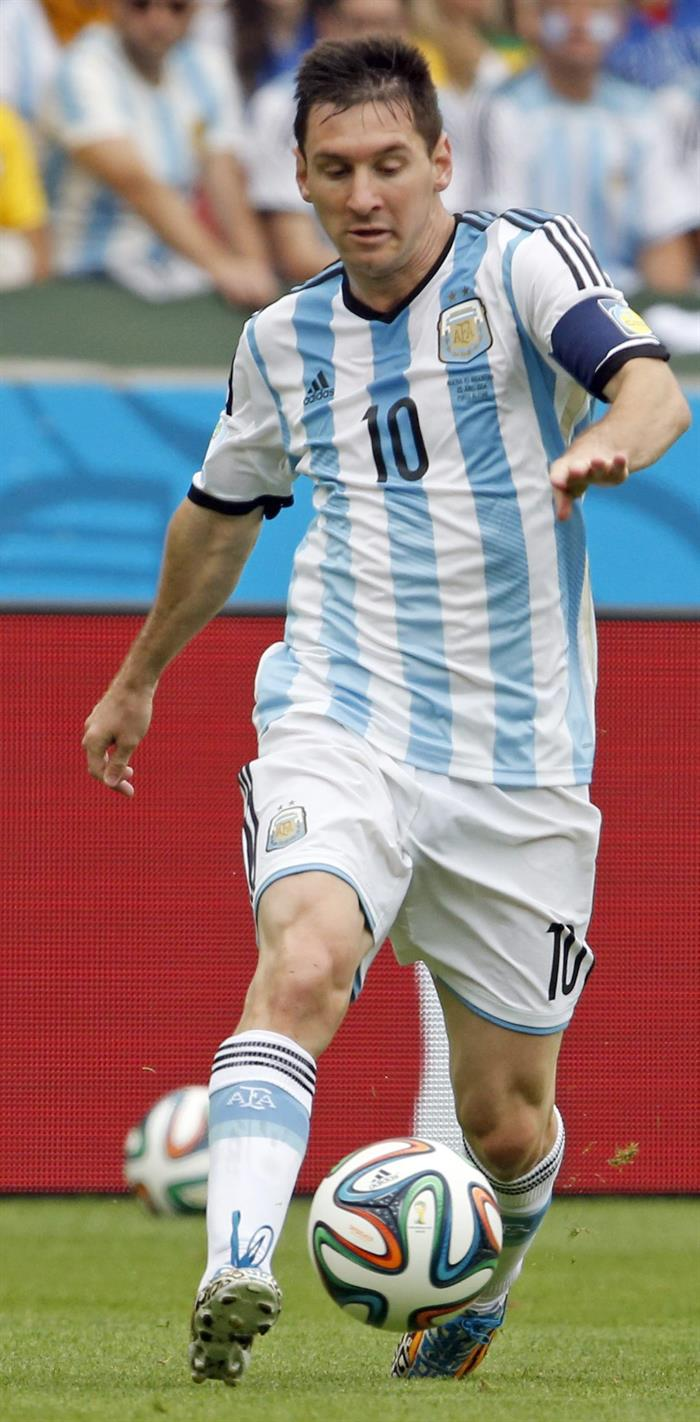 Argentina's Lionel Leo Messi controls the ball during the FIFA World Cup 2014 group F. EFE