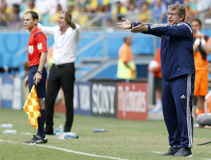 Bosnia-Herzegovina's coach Safet Susic (R) reacts during the FIFA World Cup 2014 group F. EFE