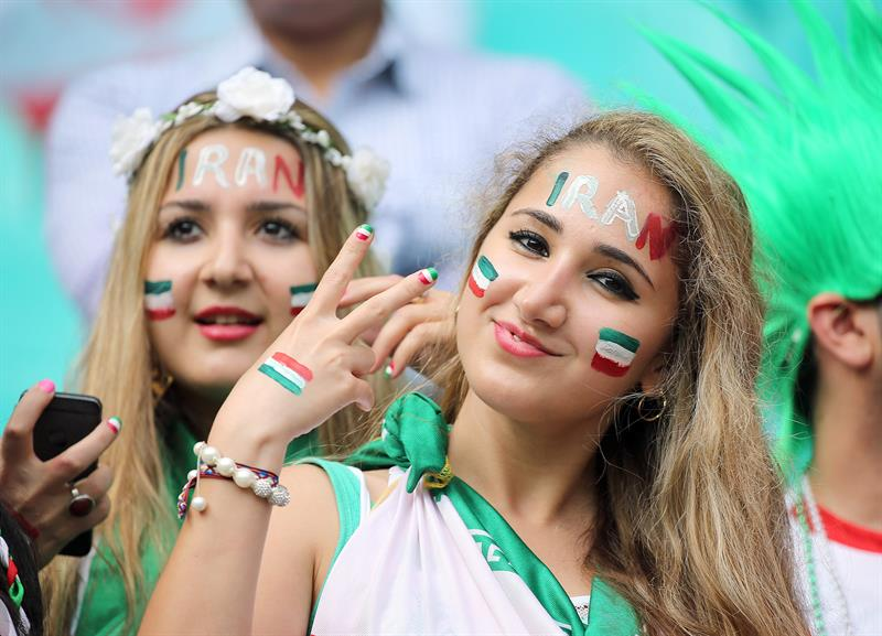 Fanáticos en el encuentro entre Bosnia-Irán, por el Grupo F del Mundial Brasil 2014. EFE