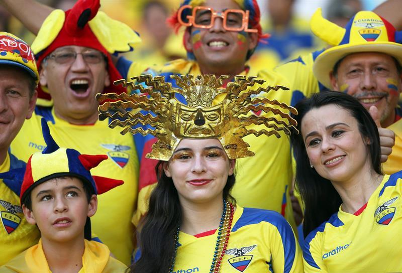 Fanáticos de Ecuador en el estadio. EFE