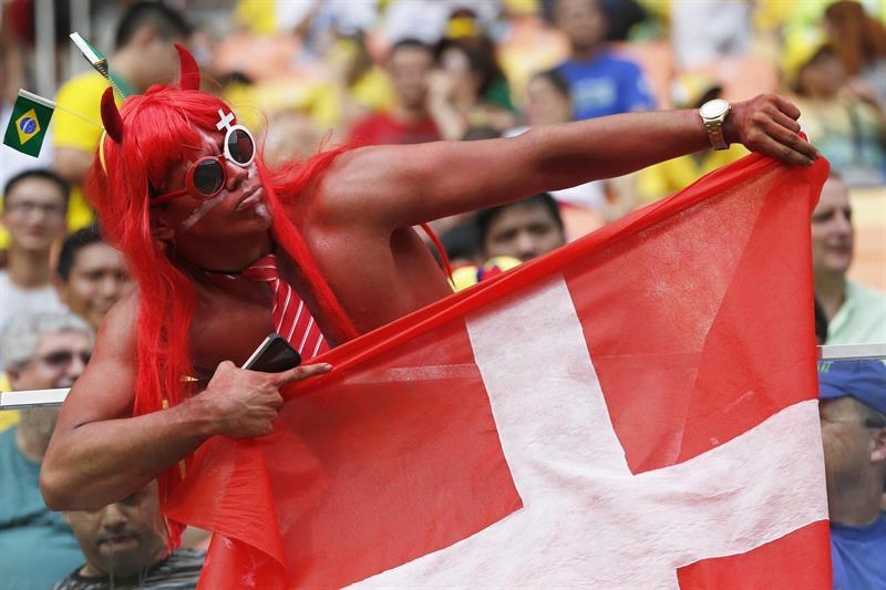 Aficionados de Suiza en el partido. EFE