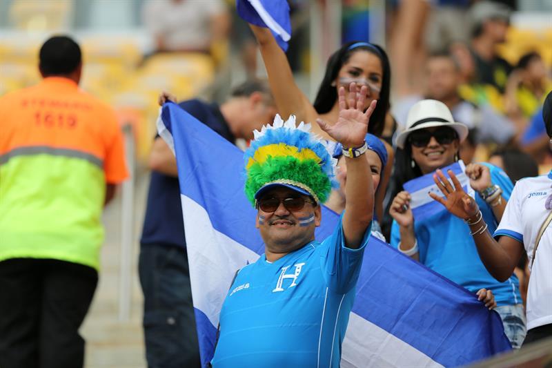 Aficionados al equipo de Honduras. EFE