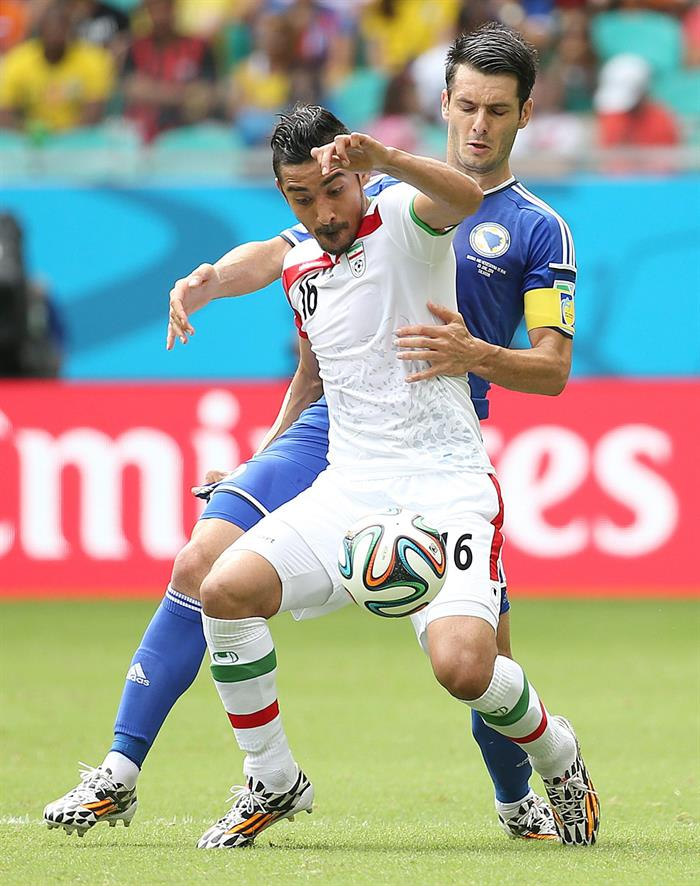 Reza Ghoochannejhad of Iran (L) and Emir Spahic of Bosnia-Herzegovina in action during the FIFA World Cup 2014 group F. EFE