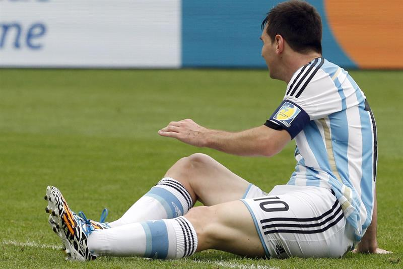 Argentina's Lionel Leo Messi sits on the pitch during the FIFA World Cup 2014 group F. EFE