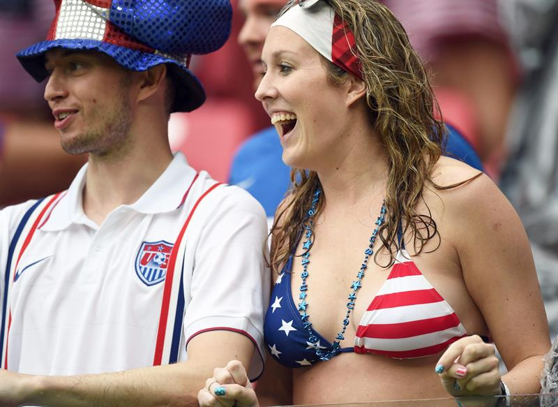 USA Supporters cheer prior the FIFA World Cup 2014 group G. EFE