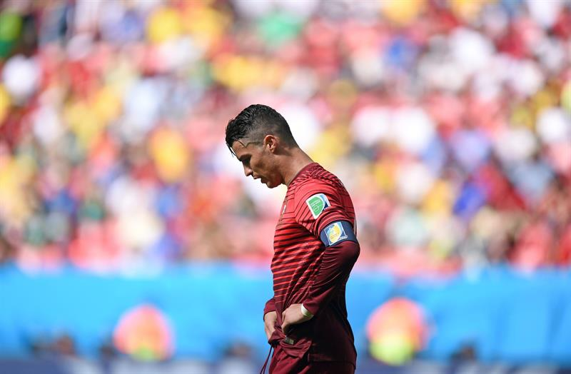 Portugal's Cristiano Ronaldo reacts during the FIFA World Cup 2014 group G. EFE
