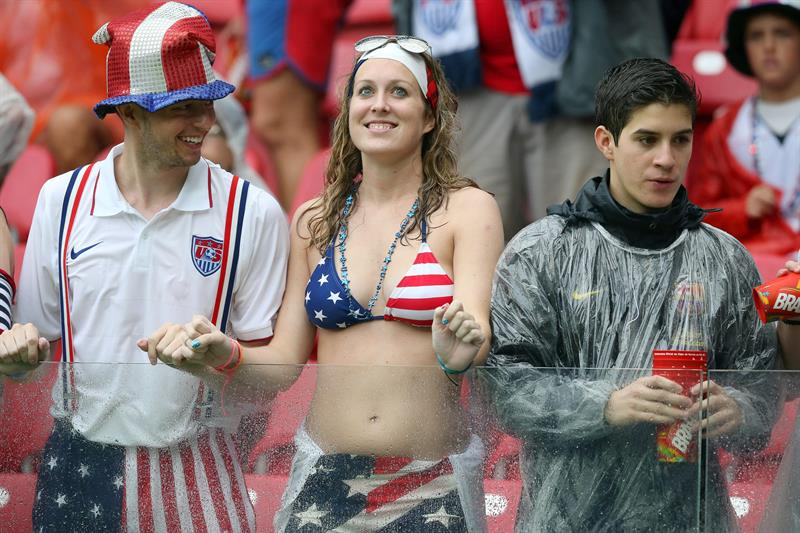 US fans smile before the FIFA World Cup 2014 group G. EFE