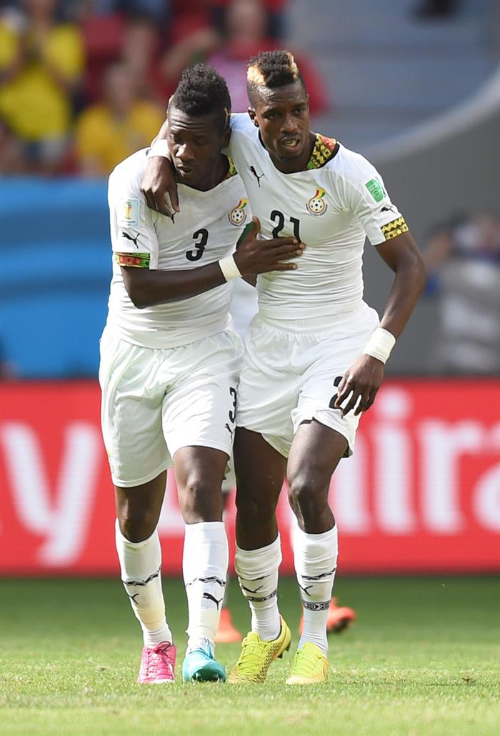 Asamoah Gyan (L) of Ghana celebrates with team mate John Boye (R) after scoring the 1-1 goal during the FIFA World Cup 2014 group G. EFE