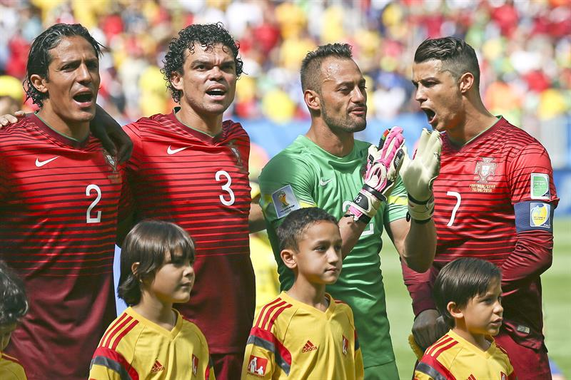 Portugal's (L-R) Bruno Alves, Pepe, Beto and Cristiano Ronaldo sing the nathional anthem prior the FIFA World Cup 2014 group G. EFE