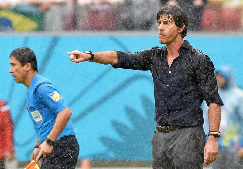Germany's head coach Joachim Loew gesttures during the FIFA World Cup 2014 group G. EFE
