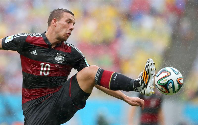 Lukas Podolski of Germany in action during the FIFA World Cup 2014 group G. EFE