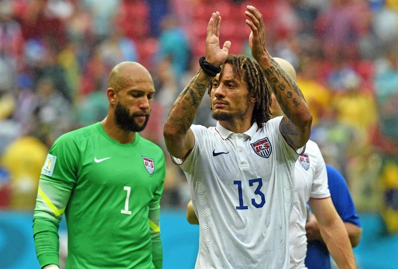 USA's goalkeeper Tim Howard (L) and Jermaine Jones (R) acknowledge after the FIFA World Cup 2014 group G. EFE