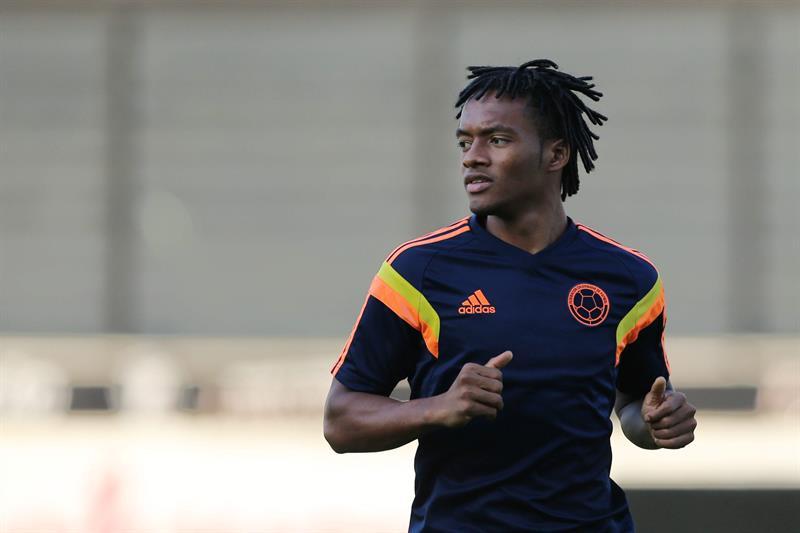 El jugador de la selección Colombia Juan Guillermo Cuadrado participa en un entrenamiento en el estadio. EFE