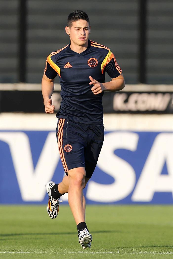 El jugador de la selección Colombia James Rodriguez participa en un entrenamiento en el estadio de Sao Januario. EFE