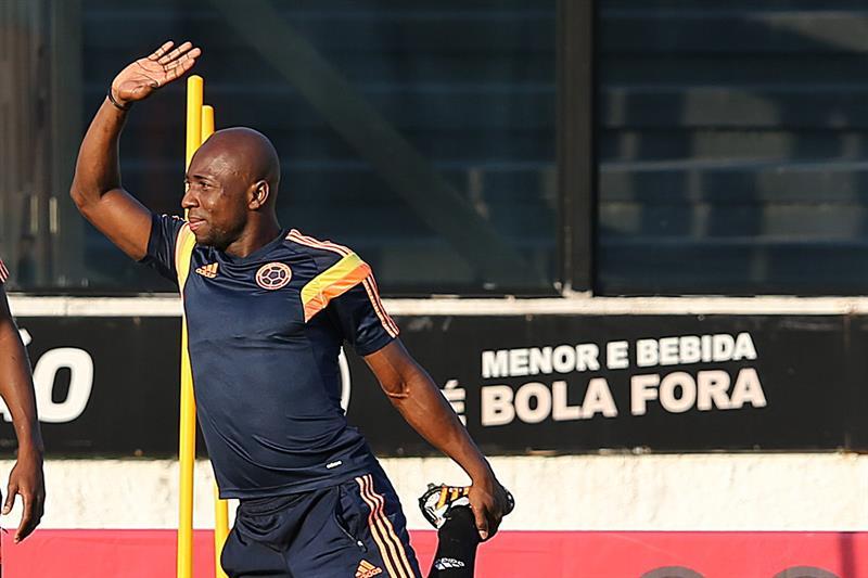 El jugador de la selección Colombia Pablo Armero participa en un entrenamiento en el estadio de Sao Januario. EFE