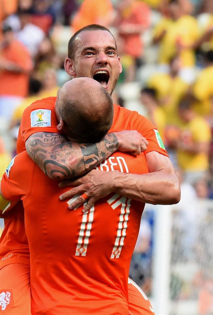 Huntelaar y Sneijder hicieron milagro de la clasificación para Holanda. EFE