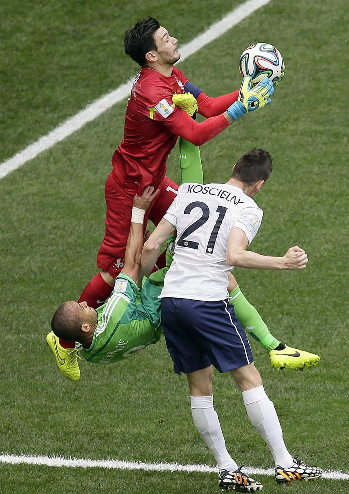 Goalkeeper Hugo Lloris of France saves the ball during the FIFA World Cup 2014. EFE