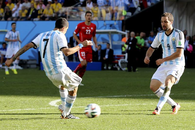El centrocampista argentino Ángel di María (i). EFE