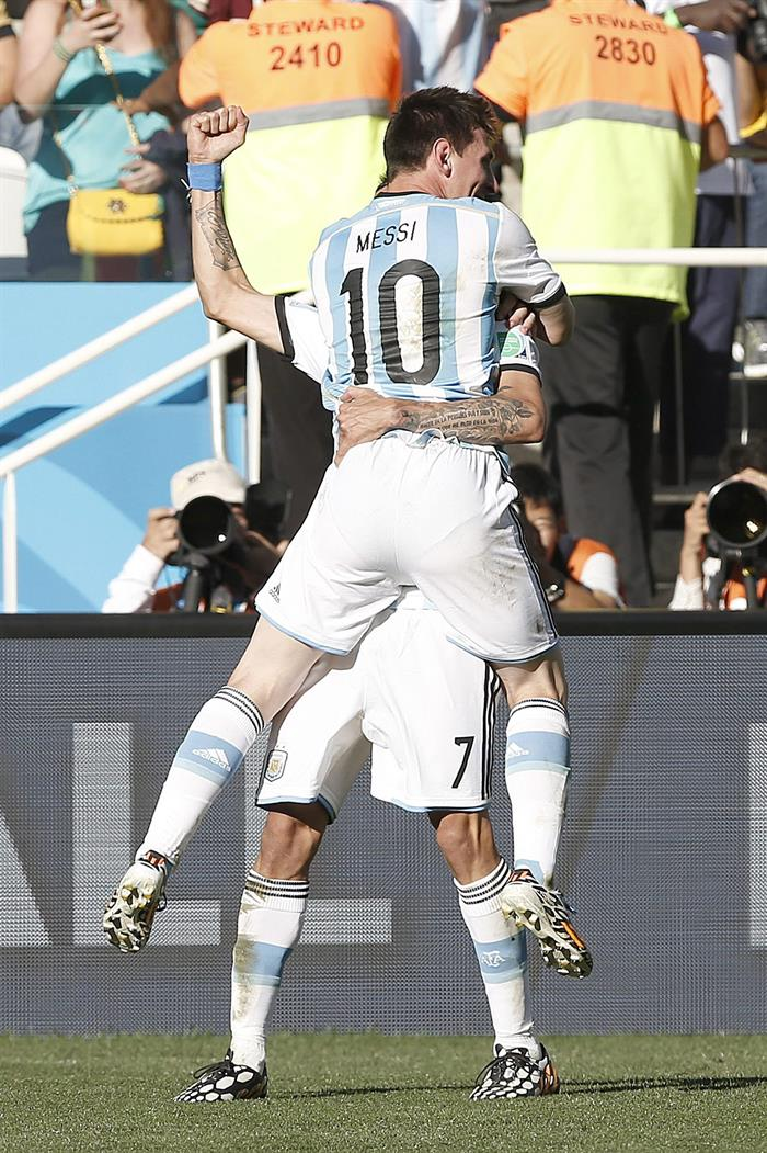 Angel di Maria of Argentina (back) celebrates after scoring the winning goal with teamm reacts during the FIFA World Cup 2014. EFE