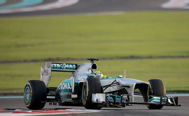 Las flechas de plata de Mercedes favoritas en las Bodas de Oro de Silverstone