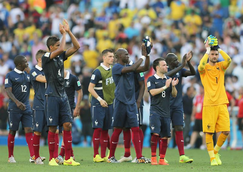 rance's players stand dejected on the pitch after losing after the FIFA World Cup 2014. EFE