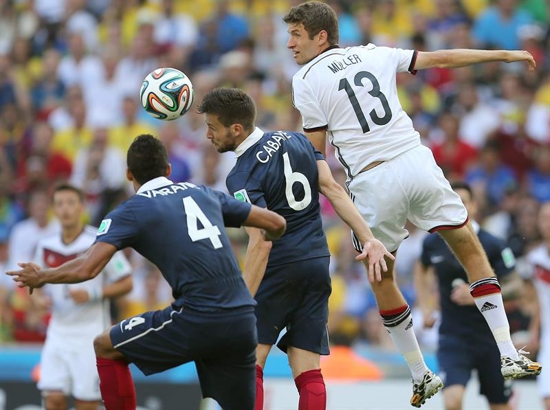 France's Raphael Varane (L-R), Yohan cabaye, and Germany's Thomas Mueller vie for the ball during the FIFA World Cup 2014. EFE