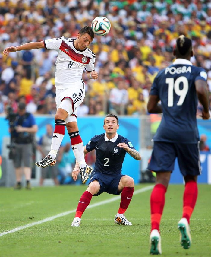 Mathieu Debuchy (C) of France in action against Mesut Oezil (L) of Germany during the FIFA World Cup 2014. EFE