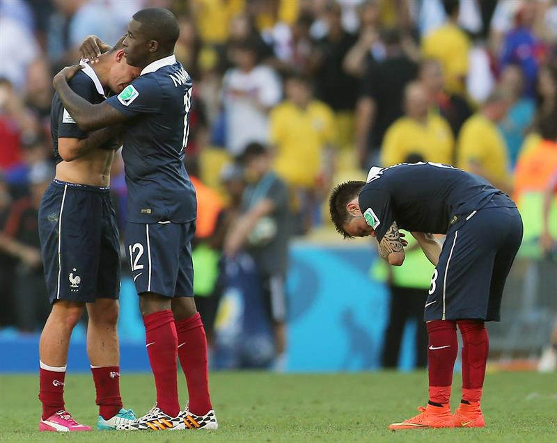 France's players stand dejected on the pitch after losing after the FIFA World Cup 2014. EFE