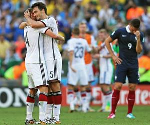 Hummels mete a Alemania de cabeza en semifinales. EFE
