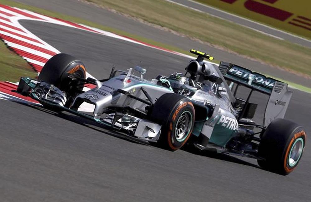 Hamilton el más rápido de los Mercedes en Silverstone y Alonso fue tercero