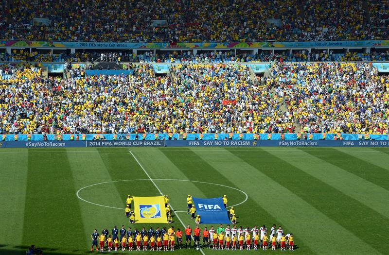 The French (L) and the German team line up before the FIFA World Cup 2014 quarter final soccer match between France and Germany at Estadio do Maracaná. EFE