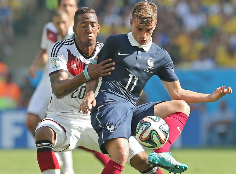 France's Jerome Boateng (L) and France's Antoine Griezmann (R) vie for the ball during the FIFA World Cup 2014. EFE