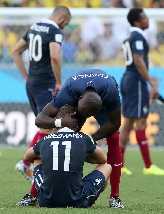 Antoine Griezmann of France is consoled after losing the FIFA World Cup 2014. EFE
