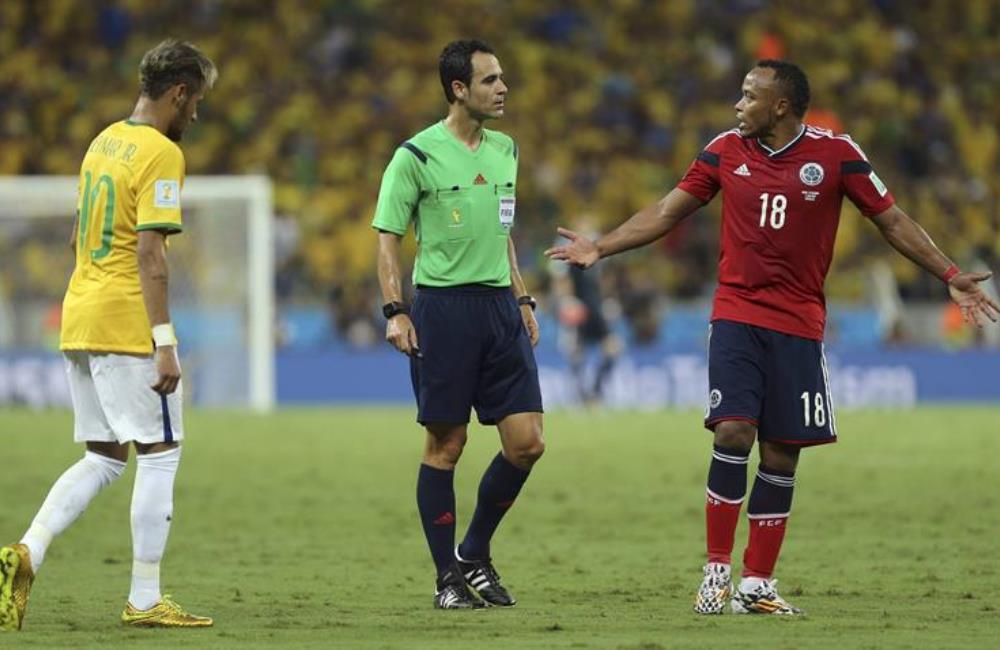Camilo Zúñiga no imaginó que iba a dejar sin Mundial a Neymar. Foto: EFE