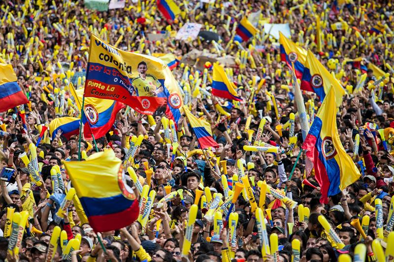 Una multitudinaria bienvenida tuvo la Selección Colombia en Bogotá. Foto: EFE.