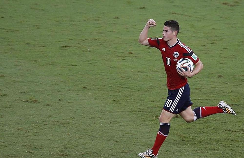 El centrocampista colombiano James Rodríguez celebra el gol marcado . EFE