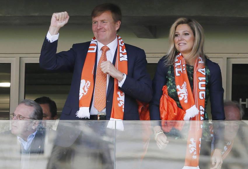 El rey de Holanda, Guillermo Alejandro, y su esposa, la argentina Máxima Zorreguieta, en Porto Alegre. EFE
