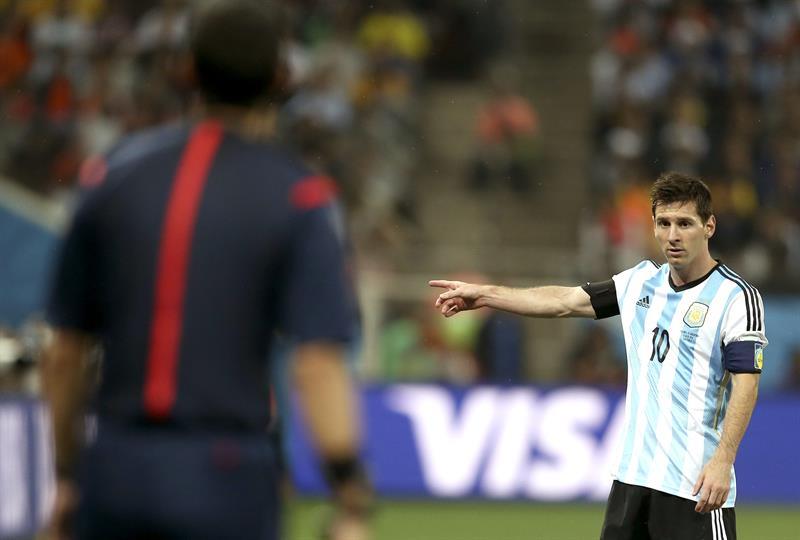 El delantero argentino Lionel Messi, durante el partido Holanda-Argentina, de semifinales del Mundial de Fútbol. Foto: EFE