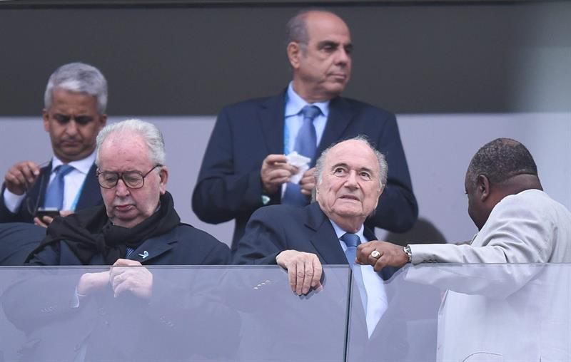 resident of FIFA Joseph Blatter (C) arrives in the stands prior to the FIFA World Cup 2014. EFE
