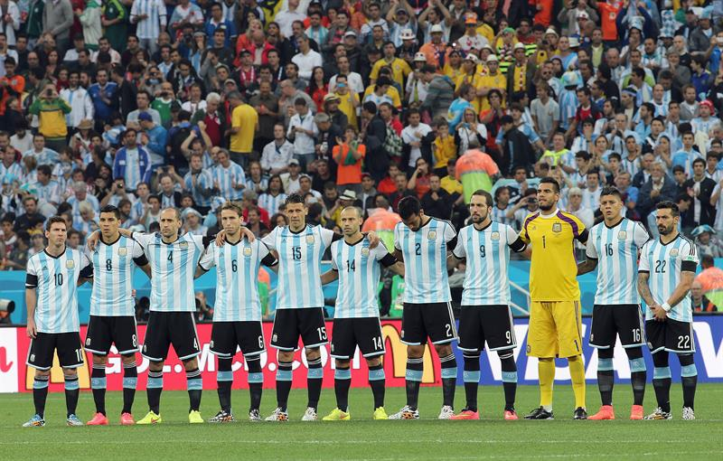 Argentinian team pose prior the FIFA World Cup 2014 semi final match between the Netherlands. EFE