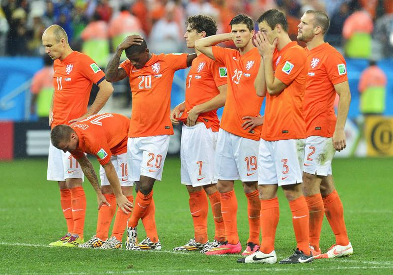 Players of the Dutch national soccer team react after the FIFA World Cup 2014. EFE