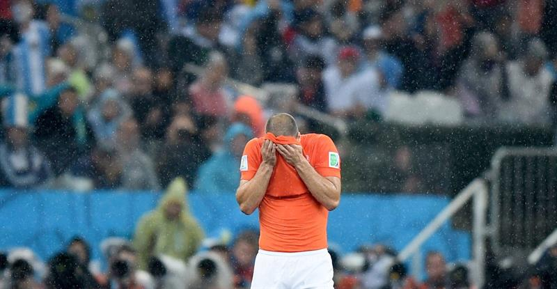 Ron Vlaar of the Netherlands reacts during the FIFA World Cup 2014. EFE