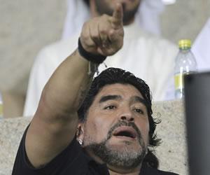 """Maradona dice que los alemanes """"juegan bien y no te fallan un pase"""""""