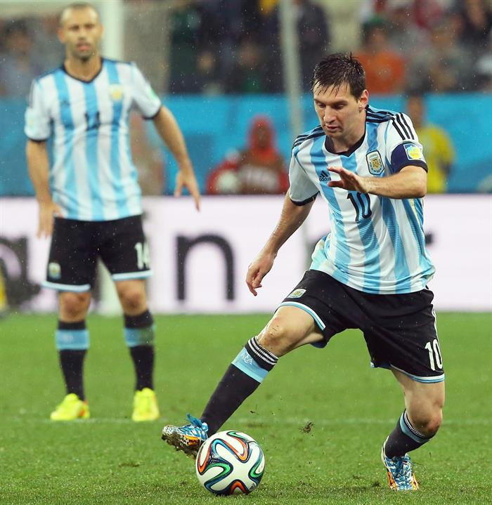 Argentina's Lionel Messi controls the ball during the FIFA World Cup 2014. EFE
