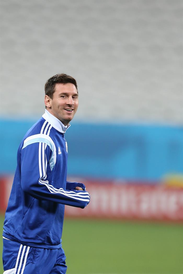 El delantero de la selección de Argentina Lionel Messi entrena antes de su partido de las semifinales de la Copa del Mundo Brasil 2014, ante Holanda. EFE