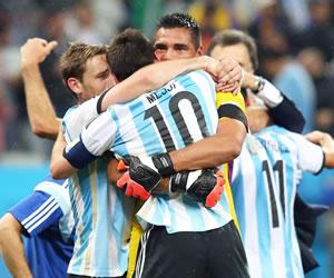 Sergio Romero pone a Argentina y a Messi en la final del Maracaná. EFE