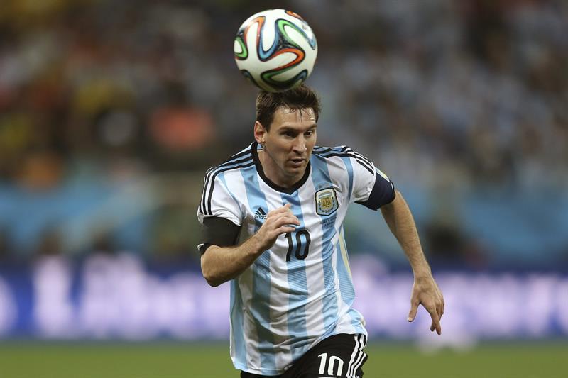 El delantero argentino Lionel Messi durante el partido Holanda-Argentina, de semifinales del Mundial de Fútbo. Foto: EFE